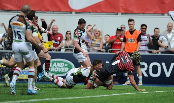 Saracens' Kelly Brown scores his sides opening try of the game against Harlequins during the Aviva Premiership Play-off, Semi Final match at Allianz Park, London