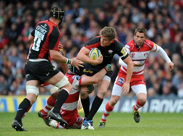 Saracens' Owen Farrell (2nd right) is tackled by Gloucester Rugby's Alasdair Strokosch