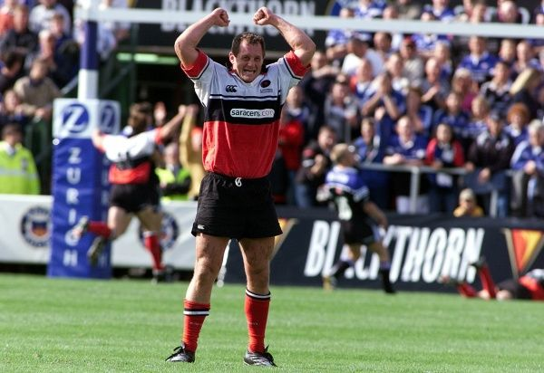 Richard Hill celebrates as Tim Horan scores Saracens winning try against Bath in the Zurich Premiership