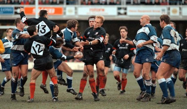 Francois Pienaar (centre of pic) in the action during his debut match for Saracens in their away fixture against Bath in the First Division game. Photo Barry Batchelor/PA