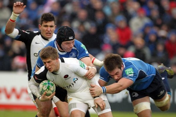 Saracens' David Strettle is tackled by Leinster's Mike Ross and Luke Fitzgerald (right)