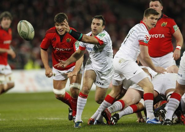 Munster's Donnacha O Callaghan chasing Saracen's Neil De Kock during the Heineken Cup Pool One match at Thomond Park, Limerick, Ireland